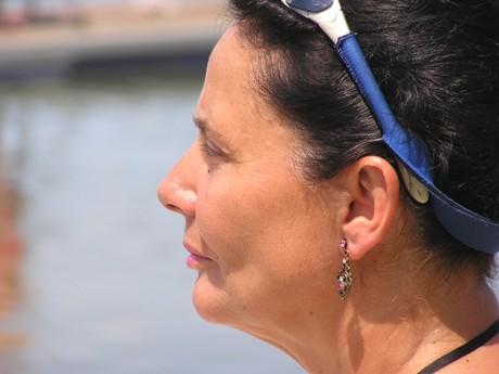 Kto je táto neznáma žena s nádhernou náušnicou a ušľachtilým južanským výrazom? Prečo práve ju som zaradil do záveru mužského maratónu? Skúste uhádnuť! Úzko to súvisí práve s predchádzajúcou fotkou, na ktorej vidíte, že sa na Rada zavesila španielska pretekárka s číslom 57 s nádherným menom Amaia Osaba Olaberri, ktorá využila tú možnosť a od dolnej obrátky takmer až po poslednú prenášku sa odviezla s budúcim majstrom Európy.