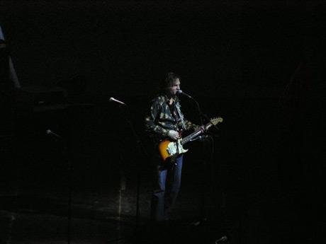 Rockovanie bolo sprevádzané zvukmi zo skúšky na večerný koncert, hlavne pri otvorených dverách to bol poriadny rachot. Spoznávate speváka známej rockovacej kapely?