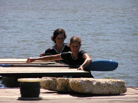 Súrodeneckých dvojíc pôsobí na slovenských vodách niekoľko, jednou z najpôvabnejších sú určite sestry Hruškové Jana a Petra z TTS Trenčín.